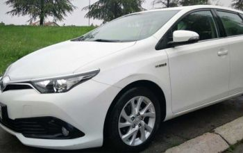 Toyota Auris Hybrid informacije i rezervisanje